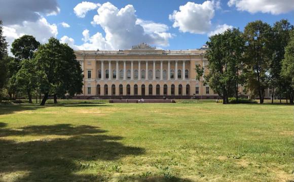 Сады Русского музея – лучшее место проведения выездного занятия по теме «Газоны» для курса «Ландшафтный дизайн».